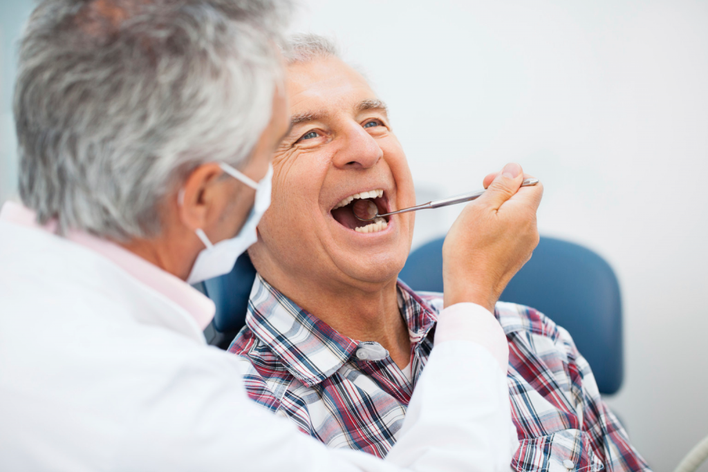 Trồng răng giả hàm tháo lắp cho người cao tuổi